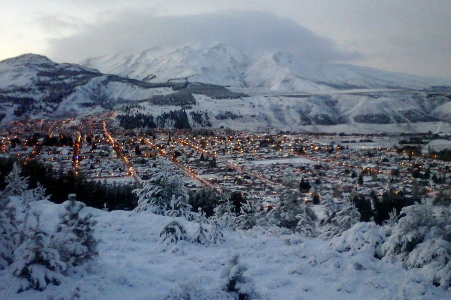 El furor por el esquí en La Hoya congrega a 2.000 visitantes al día!