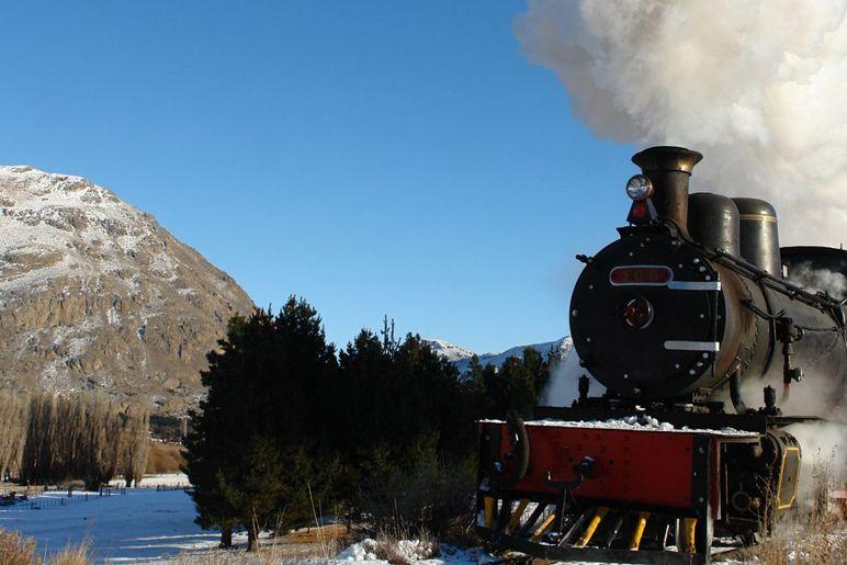 La Trochita: el viejo expreso patagónico abre el año a todo vapor...