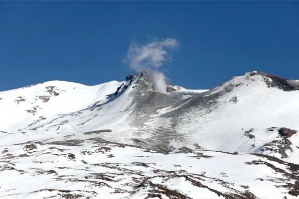 Expedición al majestuoso Volcán Copahue. | Aventura